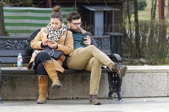 Le téléphone pleure…ou le smartphone, nouveau motif de conflit dans le couple.